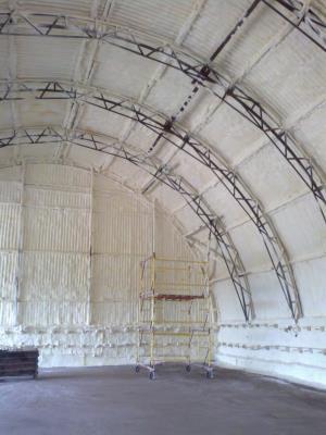 Фото напыления ППУ ангар - СКН-30/141 Г3